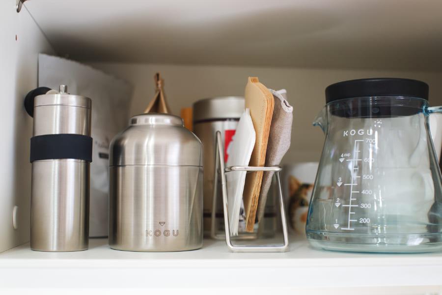 コーヒー器具が収納されている